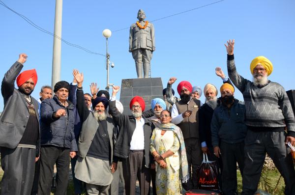 Amritsar: People pay tributes to Netaji Subhas Chandra Bose on his 123rd birth anniversary, in Amritsar on Jan 23, 2020. (Photo: IANS)