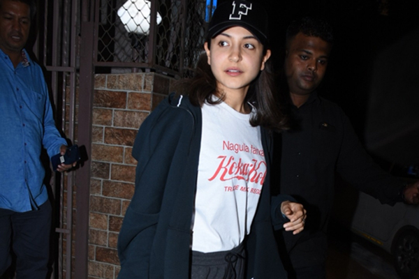 Mumbai: Actress Anushka Sharma seen at Bandra in Mumbai on Jan 21, 2020. (Photo: IANS)