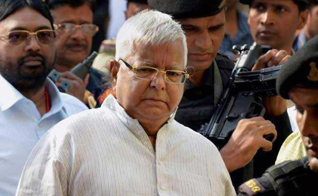 , Lalu-Nitish verbal duel intensifies before last phase of election