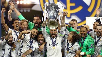 Chelsea beat Arsenal 4-1 to lift Europa League trophy