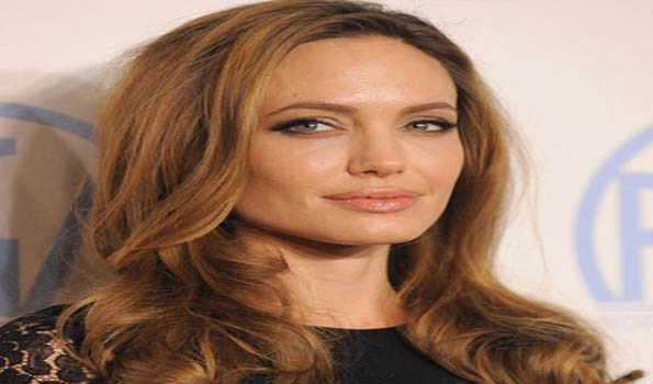 , UN envoy Angelina Jolie visits camps on Colombian border, appeals for humanity, support