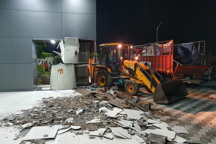 Nine crore extravaganza, Praja Vedika conference hall demolished