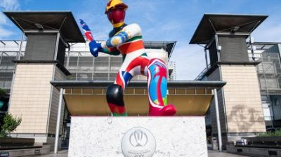 Giant cricketer statue unveiled in Bristol as the city welcomes ICC Men's Cricket World Cup