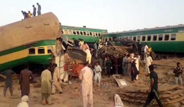 , Train collision kills 11, injures 67 in Pakistan