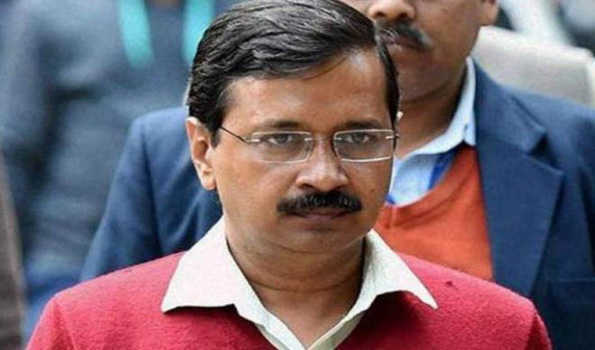 Kejriwal meets family of firefighter who died in blaze