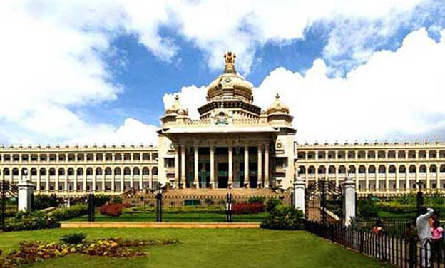 Rebel MLAs rush from Mumbai to meet Karnataka Assembly Speaker as per SC direction