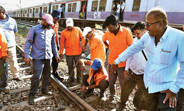 Central railway trains late due to crack on railway track