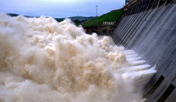 Hirakud Dam authorities release first rainwater from the reservoir