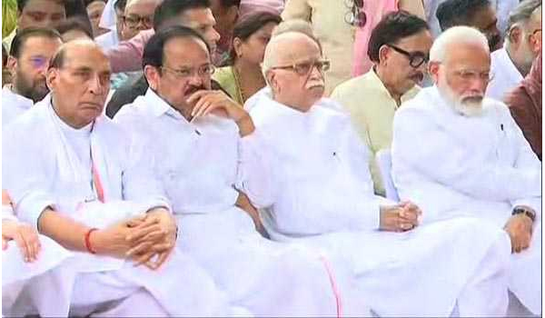 Vice-President, PM, leaders and thousands bid a tearful adieu to Sushma