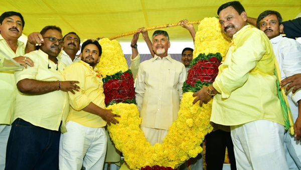 VIJAYAWADA. OCT 29 (UNI)TDP National President and Andhra Pradesh former Chief Minister N Chadrababu Naidu during party meeting at Vijayawada on Tuesday. UNI PHOTO-75U