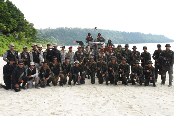 PORT BLAIR, OCT 18 (UNI) - Andaman and Nicobar Command (ANC) has conducted the second edition of Defence of Andaman and Nicobar Islands 2019 (DANX-19), a large scale joint services exercise in Port Blair on Friday. UNI PHOTO-69U