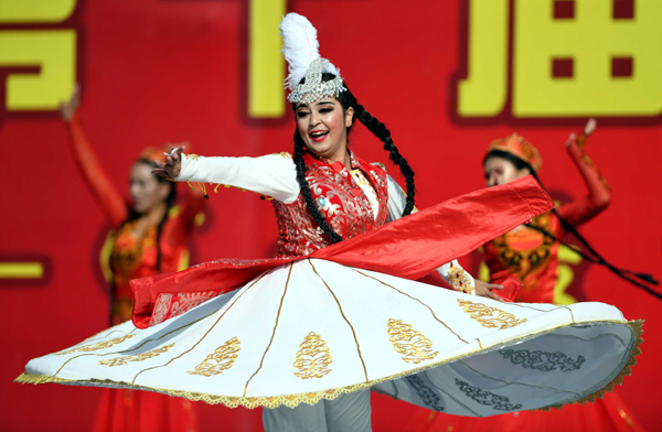 QIEMO, Oct. 19, 2019 (Xinhua) -- Actresses perform during a jujube harvest festival in Qiemo County, northwest China's Xinjiang Uygur Autonomous Region, Oct. 19, 2019. Qiemo County, situated in the Mongolian Autonomous Prefecture of Bayingolin and on the edge of the Tarim Basin, is known for high-quality jujube production. Xinhua/UNI PHOTO-13F