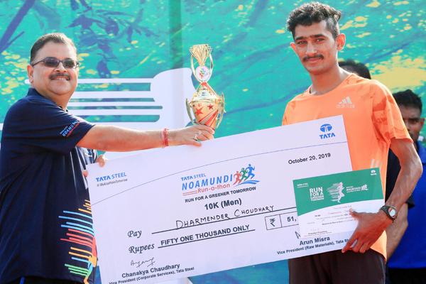 NOAMUNDI, OCT 20 (UNI):-Dharmender Choudhary of Rajasthan Winner of 10KMs Run for Greener tomorrow at Noamundi, Jharkhand on Sunday.UNI PHOTO-39U