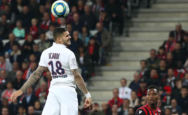 NICE, Oct. 19, 2019 (Xinhua) -- Mauro Icardi (L) of Paris Saint-Germain competes during a French Ligue 1 match against Nice in Nice, France, on Oct. 18, 2019. (Photo by Serge Haouzi/Xinhua/UNI PHOTO-3F
