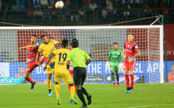 JAMSHEDPUR, OCT 29 (UNI):- Jamshedpur FC player (Red-Red-Red jersey) and Hyderabad FC players (Yellow-Yellow jersey) in action during Indian Super League (ISL) Football Match 2019-20 in Jamshedpur on Tuesday. UNI PHOTO-94U