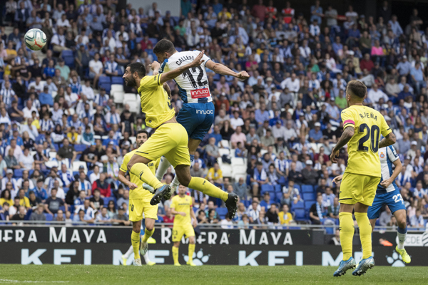 BARCELONA, Oct. 21, 2019 (Xinhua) -- Espanyol's Jonathan Calleri (2nd L) competes with Villarreal's Raul Albiol (1st L) during a Spanish league soccer match between RCD Espanyol and Villarreal CF in Barcelona, Spain, Oct. 20, 2019. (Photo by Joan Gosa/Xinhua/UNI PHOTO-1F