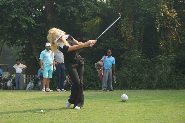 NEW DELHI, OCT 18 (UNI):-Celebrity Singer and International Designer Christine Storm play a shot during the DGS Golf Invitational Tournament 2019, at Delhi Golf club, in New Delhi on Friday. UNI PHOTO-AK1U