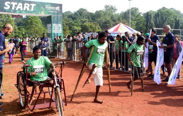 NOAMUNDI, OCT 20 (UNI):-Handicapped participants taking part Run for Greener tomorrow organized by Tata Steel at Noamundi, Jharkhand on Sunday.UNI PHOTO-40U