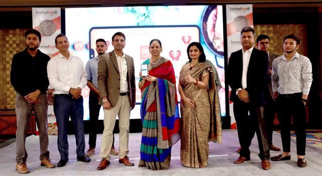 NOIDA, 22 (UNI)- Narendra Singh Dahiya, founder and director Homefoodi and Vimla Batham, President Uttar Pradesh Mahila Ayog launched Homefoodi apps in Noida on Monday. UNI PHOTO-MS1U