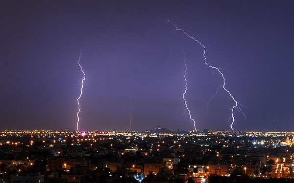 KUWAIT CITY, Oct. 27, 2019 (Xinhua) -- Lightning bolts appear in the sky during a thunder storm in Kuwait City, capital of Kuwait, Oct. 26, 2019. Photo by Asad/Xinhua/UNI PHOTO-5F