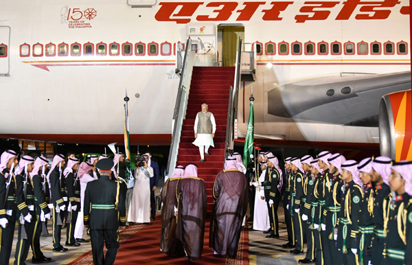 RIYADH, OCT 29 (UNI):- Prime Minister Narendra Modi on arrival at Riyadh, Saudi Arabia on Tuesday. UNI PHOTO-3U