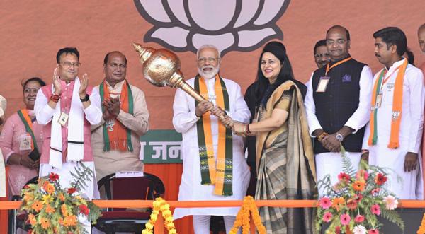 ELANABAD, (HISAR) OCT 19 (UNI):- Prime Minister Narendar Modi addressing a rally in Elanabad on Saturday. UNI PHOTO-43U