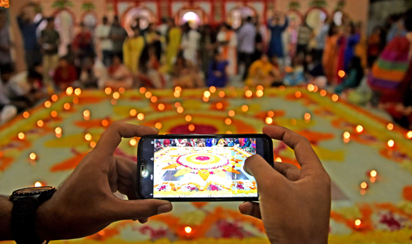 DHAKA, Oct. 28 (Xinhua) -- A man takes photos of decorations on the occasion of Diwali, the Hindu Festival of Lights, in Dhaka, Bangladesh on Oct. 27, 2019. Xinhua/UNI PHOTO-8F