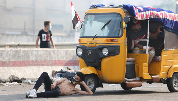 BAGHDAD, Oct. 28, 2019 (Xinhua) -- A protester takes a rest by a tuk-tuk during a protest at Tahrir square in Baghdad, Iraq, on Oct. 27, 2019. The Iraqi authorities said on Sunday that the death toll from the new wave of nationwide protests over unemployment, corruption and lack of public services has risen to 74 and more than 3,600 wounded. Xinhua/UNI PHOTO-4F