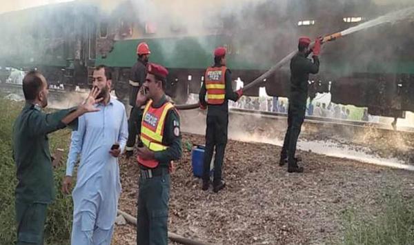 Pakistan: 62 killed in Tezgam express fire