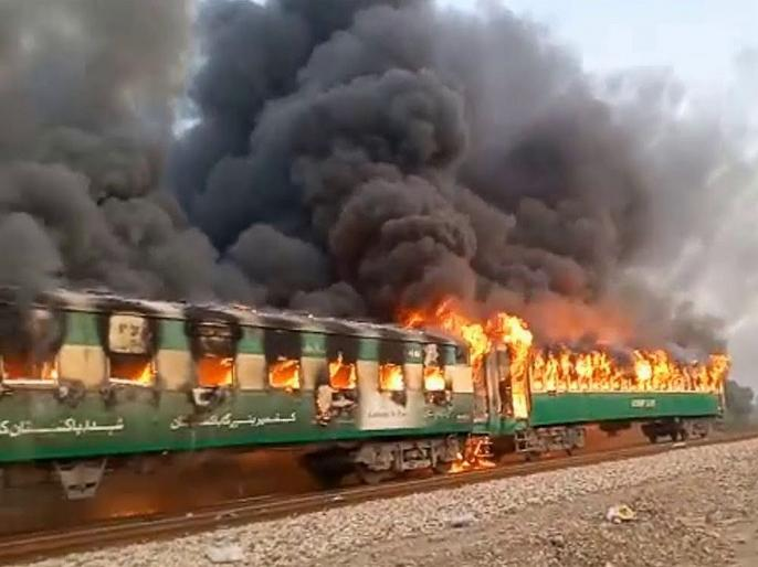 Pakistan: Fire in train claims 10 lives, injures 13