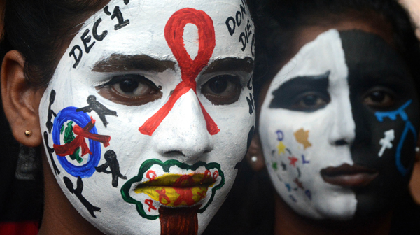 CHENNAI, NOV 30 (UNI):-Students painted their face with AIDS awarness message on the occasion of 'World Aids Day', in Chennai on Saturday. UNI PHOTO TK 5 U