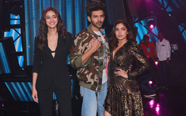 "Mumbai: Actors Ananya Panday, Kartik Aaryan and Bhumi Pednekar at the promotions of upcoming film ""Pati, Patni Aur Woh"" on the sets of reality TV show ""Indian Idol 11"" in Mumbai on Nov 25, 2019. (Photo: IANS)"