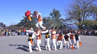 SHIMLA, NOV 30 (UNI) Artists performing cultural program at the Historical Ridge Madan, in Shimla on Saturday. UNI PHOTO-67U