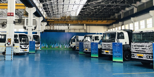 CHENNAI, NOV 4 (UNI):-Ashok Leyland, of the Hinduja Group showcased its wide range of Bharat Stage (BS) VI Trucks and Buses after receiving the certificates confirming compliance to BS-VI emission standard from Automotive Research Association of India (ARAI), in Chennai on Monday. UNI PHOTO TK 2 U
