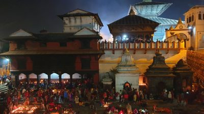 KATHMANDU, Nov. 25 (Xinhua) -- People gather to offer prayers during the Bala Chaturdashi Festival at the Pashupatinath Temple in Kathmandu, Nepal, Nov. 25, 2019. Devotees celebrated the festival by lighting oil lamps a whole night and scattering seven types of grains in early morning at the temple. Xinhua/ UNI PHOTO-2F
