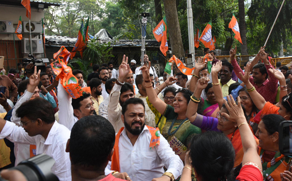 MUMBAI, NOV 23 (UNI) - BJP workers celebrating after Devendra Fadnavis's sworn-in as Chief Minister of Maharashtra for second time at states party office in Mumbai on Saturday. UNI PHOTO-106U
