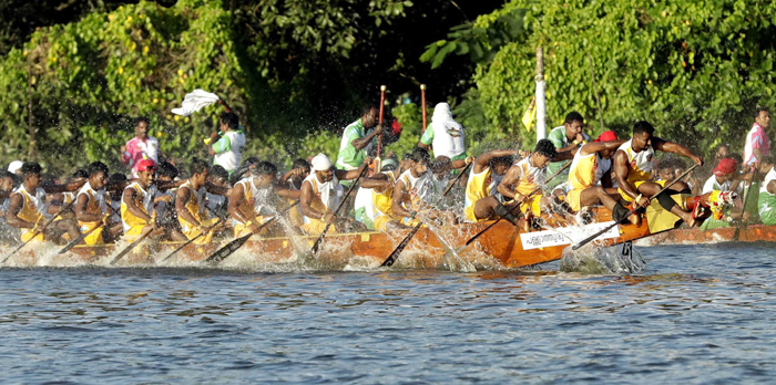 KOLLAM, NOV 23 (UNI)- Boat Race of the 12th Championship League held at Ashtamudi Lake in Kollam on Saturday.UNI PHOTO-108U