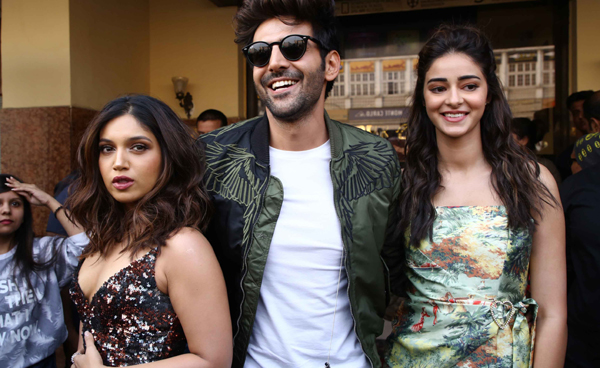 NEW DELHI, NOV 20 (UNI):- Bollywood actor Kartik Aryan, Bhumi Pednekar, Ananya Panda pose during the promotion of their upcoming movie Pati Patni Aur Woh, in New Delhi on Wednesday.UNI PHOTO-AK7U