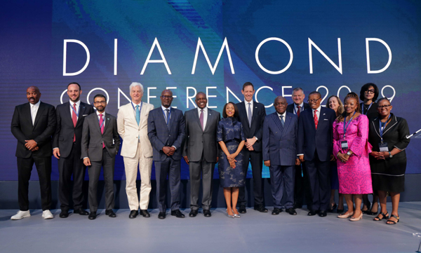 GABORONE, Nov. 6, 2019 (Xinhua) -- Botswana's President Mokgweetsi Masisi (6th L) poses for a group photo with distinguished guests during the Diamond Conference 2019 in Gaborone, Botswana, Nov. 5, 2019. The 5th Diamond Conference 2019 officially launched in Gaborone Tuesday. Xinhua/UNI PHOTO-7F
