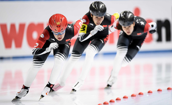 TOMASZOW MAZOWIECKI, Nov. 24 (Xinhua) -- Chinese athletes Zhou Yang (L), Tao Jiaying(C) and Li Dan compete during the women's Team Pursuit at the ISU Speed Skating World Cup in Tomaszow Mazowiecki, Poland, Nov. 23, 2019. Xinhua/UNI PHOTO-5F
