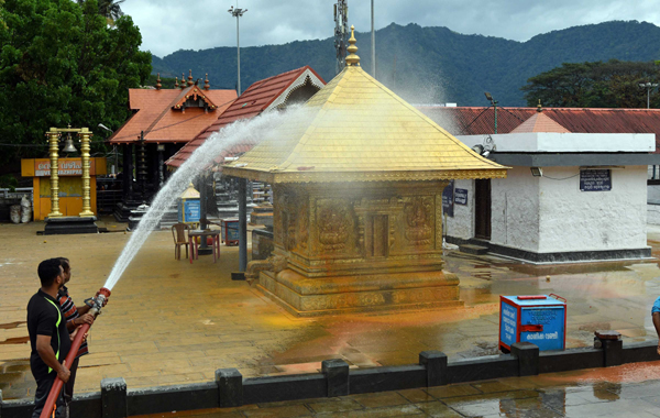 SABARIMALA ,NOV 30 (UNI)-A view of cleaning work at Malikappuram Temple , during the Mandala Makaravilakku season in Sabarimala on Saturday.UNI PHOTO-92U