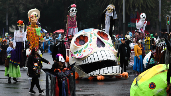 MEXICO CITY, Nov. 3, 2019 (Xinhua) -- People participate in the Day of the Dead Parade in downtown Mexico City, capital of Mexico, on Nov. 2, 2019. Thousands of Mexicans gathered on Saturday in downtown Mexico City to take part in the parade as part of the celebrations of the annual Day of the Dead. (Xinhua/UNI PHOTO-5F