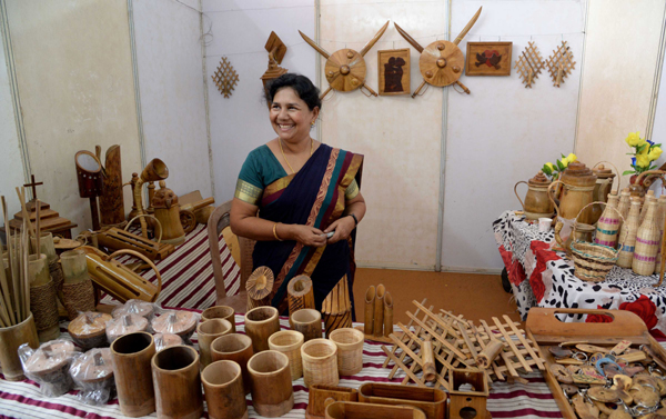 THIRUVANANTHAPURAM, NOV 23 (UNI) - An exhibition cum sale organised by Kerala handicrafts Devolopment Corprationin, in Thiruvananthapuram on Saturday.UNI PHOTO-79U