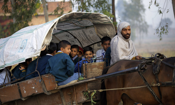 JAMMU, NOV 19 (UNI)- School children riding a horse drawn cart on way to their school during a chilling winter morning on the outskirts of Jammu city on Tueday. UNI PHOTO-6U