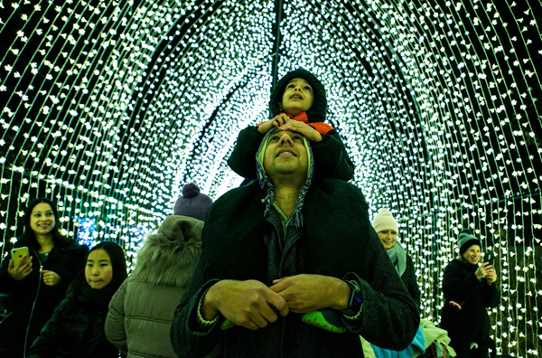 CHICAGO, Nov. 26 (Xinhua) -- People enjoy a tunnel of light at the Lightscape exhibit at Chicago Botanic Garden in Glencoe, Illinois, the United States, on Nov. 24, 2019. The Lightscape at Chicago Botanic Garden, the biggest holiday lights show in Chicago area, kicked off on Nov. 22, 2019 and will last until Jan. 5, 2020. Xinhua/ UNI PHOTO-5F
