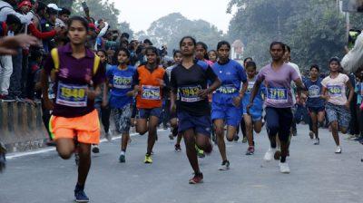PRAYAGRAJ, NOV 19 (UNI)- People participanting in a marathon on the occesion of birth anniversary of former Prime minister of Indira Gandhi in Prayagraj on Tuesday. UNI PHOTO-5U