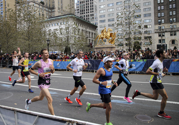 NEW YORK, Nov. 4 (Xinhua) -- Participants compete during the 2019 TCS New York City Marathon in New York, the United States, Nov. 3, 2019. Over 50,000 participants attended the race this year. Xinhua/UNI PHOTO-1F