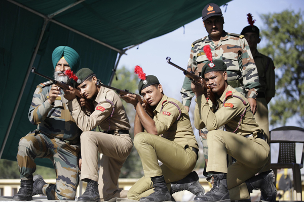 JAMMU, NOV 6 (UNI):- NCC cadets being trained during the camp at Nagrota in Jammu on Wedesday. UNI PHOTO-1U