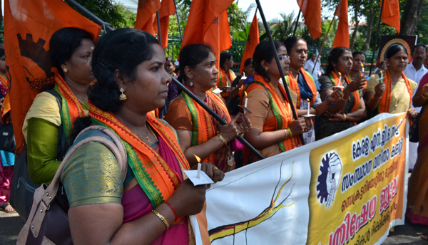 THIRUVANANTHAPURAM, NOV 2 (UNI)-Members of Kerala N G O Sang staging a dharana in front of Kerala Secretariat in protest over the acquittal of three accused in the mysterious deaths of two girl siblings at Walayar,in Thiruvananthapuram on Saturday.UNI PHOTO-10U