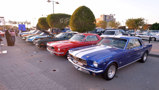KUWAIT, Nov. 2, 2019 (Xinhua) -- People visit a vintage car show in Kuwait City, Kuwait, Nov. 1, 2019. About 90 cars were displayed at the show. Xinhua/UNI PHOTO-14F